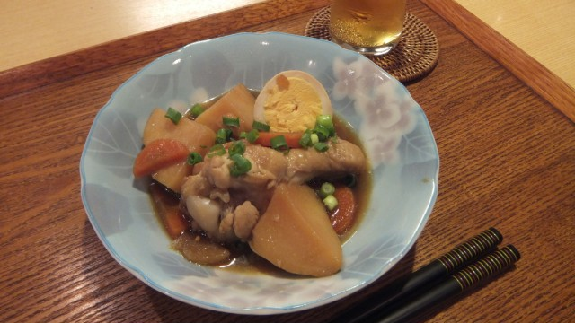 新ジャガ芋と骨付き鶏の黒酢煮