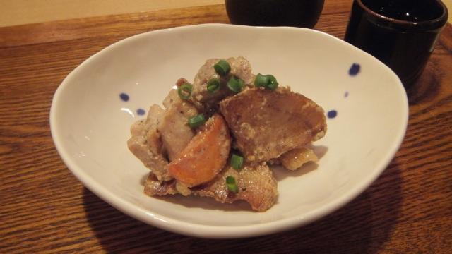 鶏肉と揚げジャガ芋の酒粕納豆タレ和え
