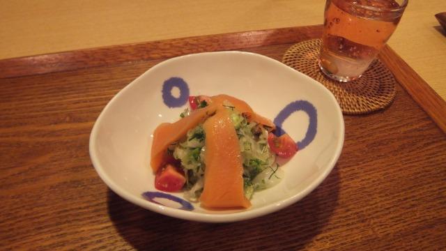 スモークサーモンと八ヶ岳香味野菜のマリネ
